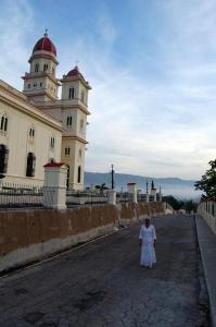 Amanecer  en la región oriental de Cuba, foto captada desde el Santuario Basílica Nacional de Nuestra Señora de la Caridad del Cobre,  en Santiago de Cuba, 23 de octubre de 2014.  AIN  FOTO/Modesto GUTIÉRREZ CABO/sdl