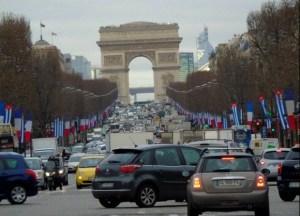 Paris-lleno-de-banderas-cubanas-580x419