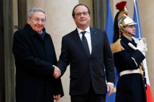French president Francois Hollande, right, welcomes Cuban President Raul Castro upon his arrival for a meeting at the Elysee Palace, in Paris, France, Monday, Feb. 1, 2016. Cuban President Raul Castro is paying a state visit to France, in the first European foray by a Cuban leader in two decades, as Cuba opens up its economy. (AP Photo/Francois Mori)