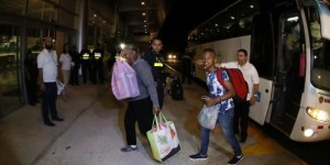 Migrantes-cubanos-aeropuerto-Liberia.EFE_-660x330