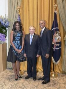 Raul-con-Michelle-y-Barack-Obama-Estudios-Revolución