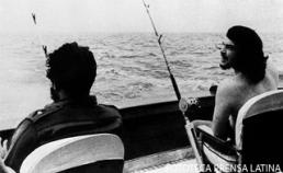 Fidel y Che en la segunda jornada del I torneo de pesca de la aguja, Ernest Heminguey.